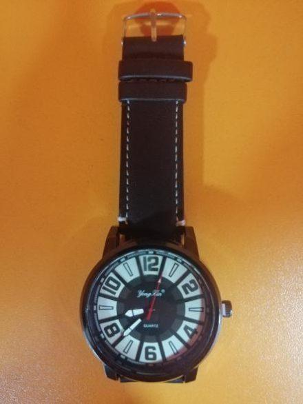 Часовник Модел 200111 - Бутик Црвенкапа ! Најдобри ! Најевтини !